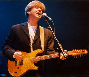 Tony Hicks playing a Giffin 12-string on tour in late March 2001